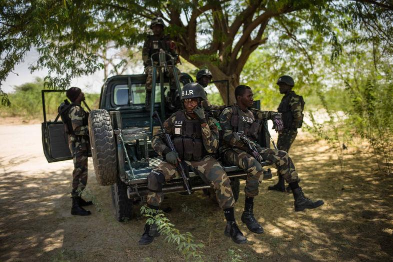 Forces Armées Camerounaises - Page 3 924
