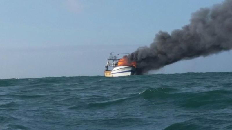 Photos d'accidents et de tempête en mer - Page 27 10917610
