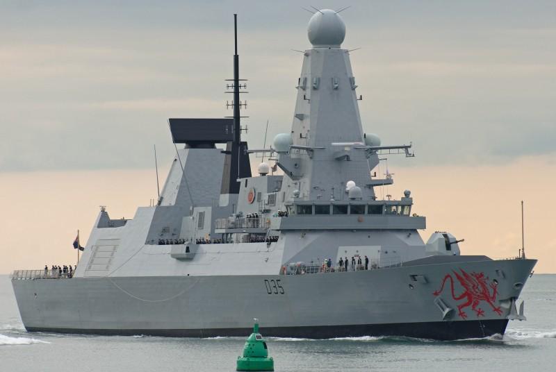 Royal Navy : les news - Page 4 13836310
