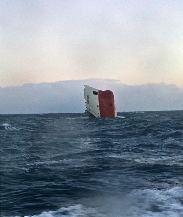 Photos d'accidents et de tempête en mer - Page 27 B6da5q10