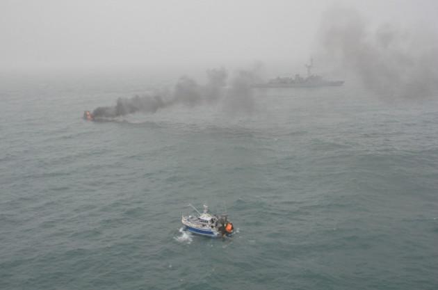 Photos d'accidents et de tempête en mer - Page 28 Chalut10