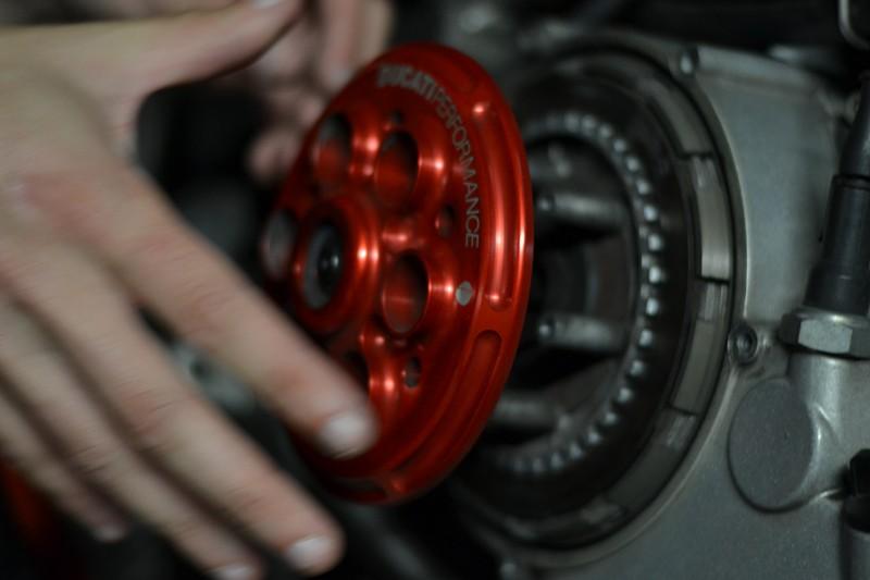 [Tuto] Changement de la cloche embrayage (+ disques garnis) sur embrayage à sec Dsc_0013