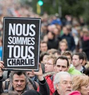 """#Somme (80) : les #étudiant(e)s et les #professionnel(le)s déclarent """" #NousRestonsCharlie ! Jesuis14"""