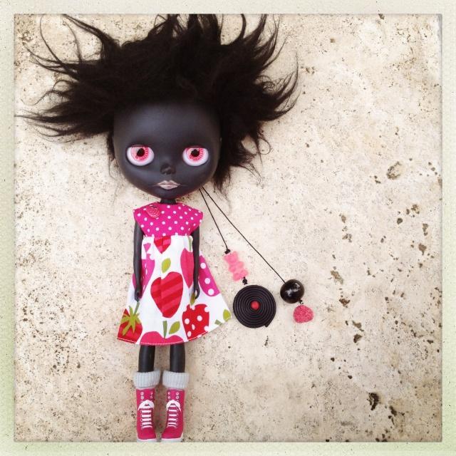 Family de Mlle Peel : 2eme custom black Blythe p.5 - Page 3 Img_9510