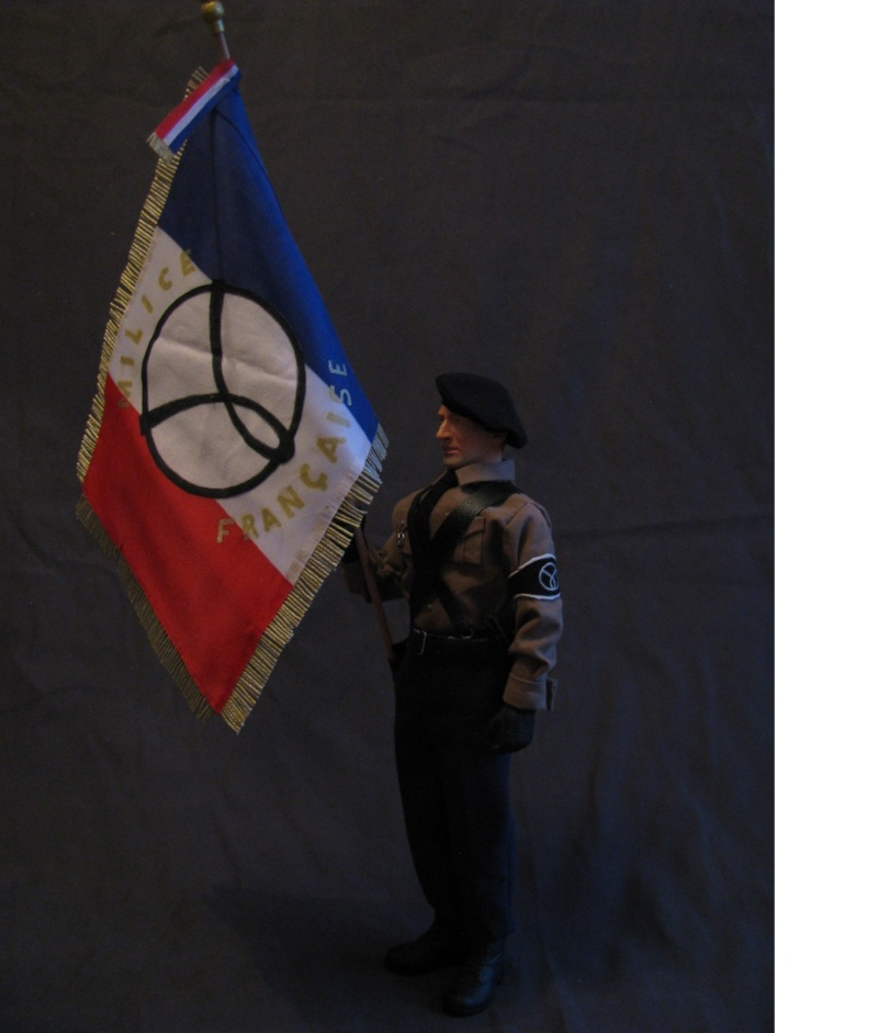 porte drapeau de la milice  Img_6312