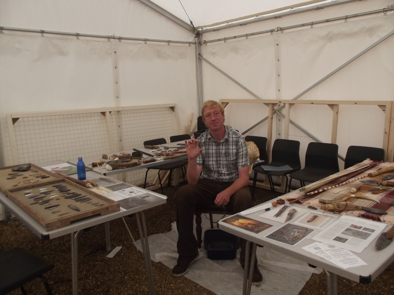 Flint knapping demo at Gressenhall museum Knappi10