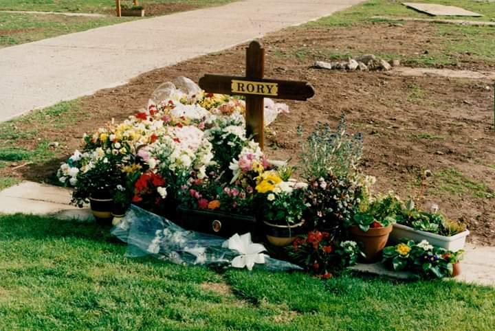 Lieux et monuments dédiés à Rory Gallagher - Page 7 Fb_img11