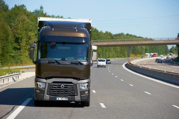 Qual è il migliore camion: Scania Streamline, DAF Euro 6, Renault Range T, Iveco Hi Way, Mercedes Actros, Volvo FH16 e Man TGX D38? Renaul10
