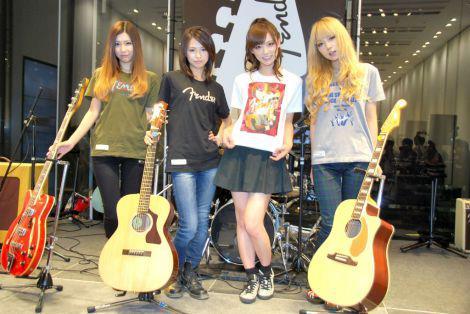 UNIQLO × Fender Launch 54608710