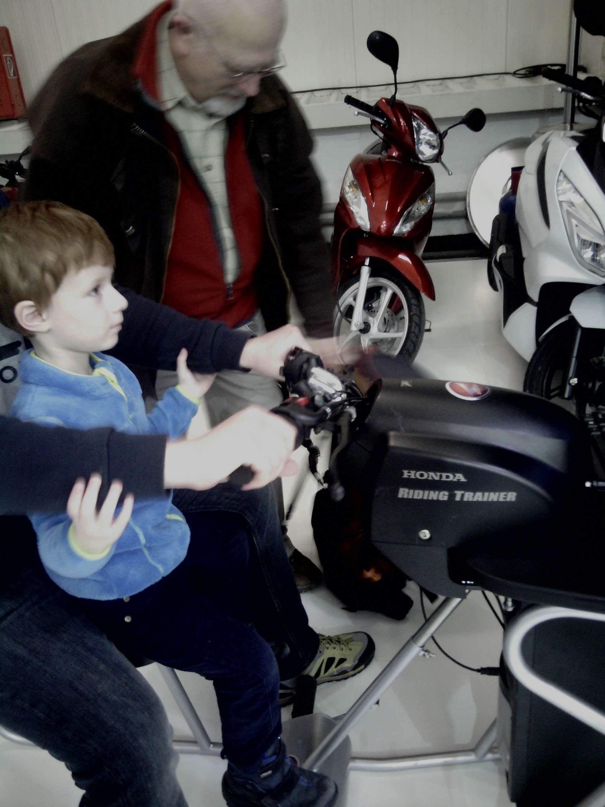 Έκθεση μοτοσυκλέτας 2015 στην Μπρατισλάβα - Σελίδα 2 Img_2035