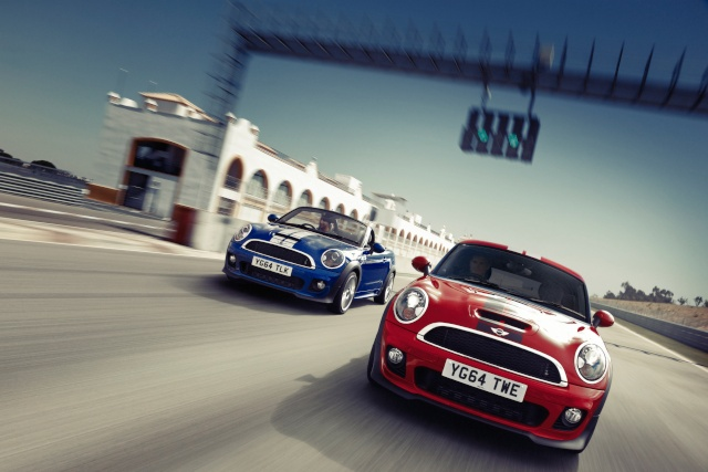 The MINI Coupé and the MINI Roadster: two athletes turn into the final straight P9017310