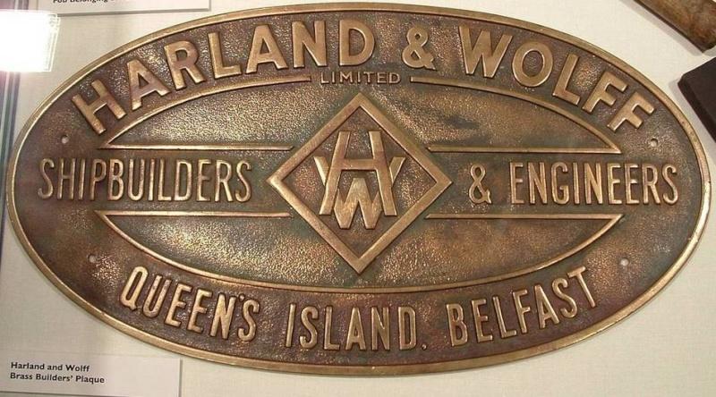 Placca del costruttore Harland & Wolff su prua Titanic Placca10