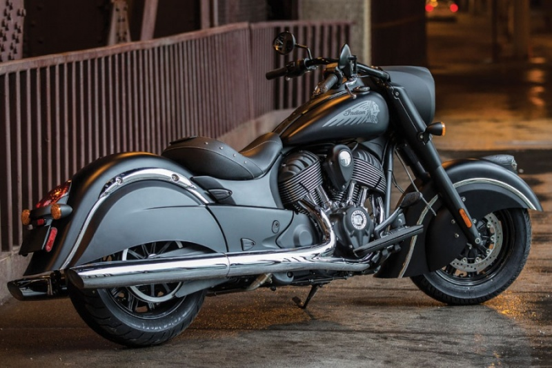 Indian présente la Chief Dark Horse Custom10