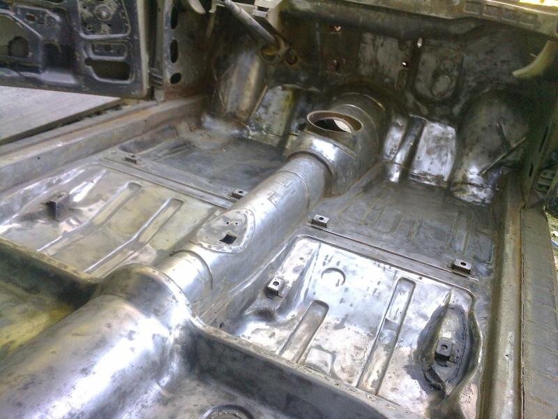début restauration coupe bertone 1750 - Page 4 Photo044