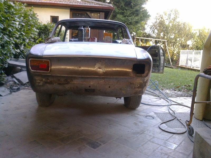 début restauration coupe bertone 1750 - Page 4 Photo047