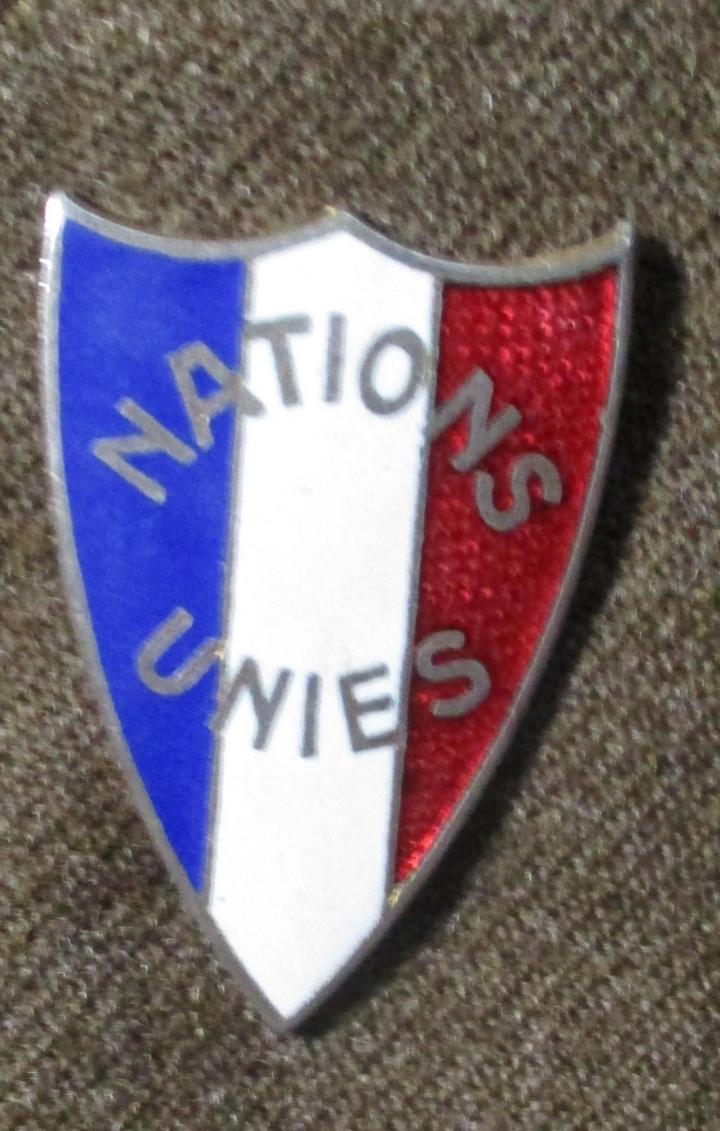Les uniformes de ville et/ou de permission 110
