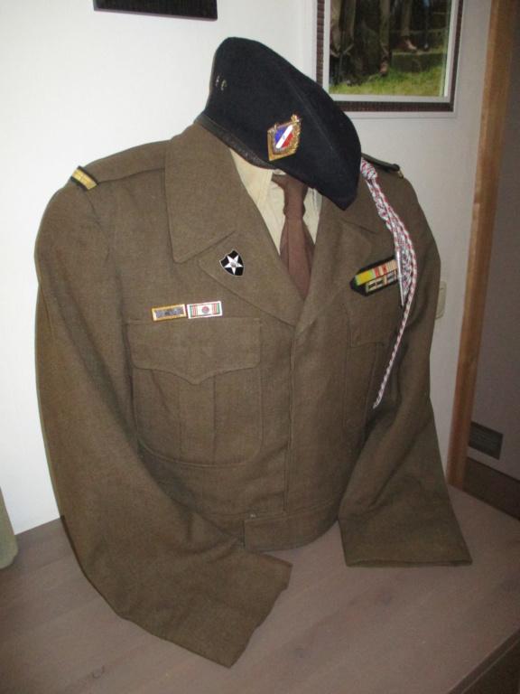 Les uniformes de ville et/ou de permission Img_0511