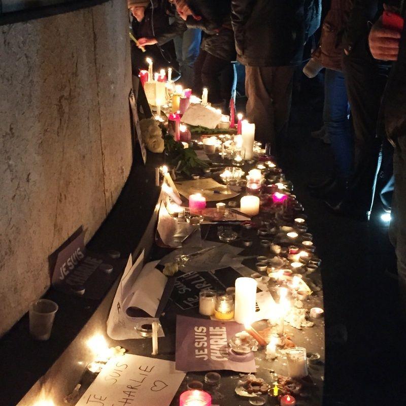 Charlie-Hebdo - 13 11 2015 - Bruxelles - Nice - Page 2 Charli10