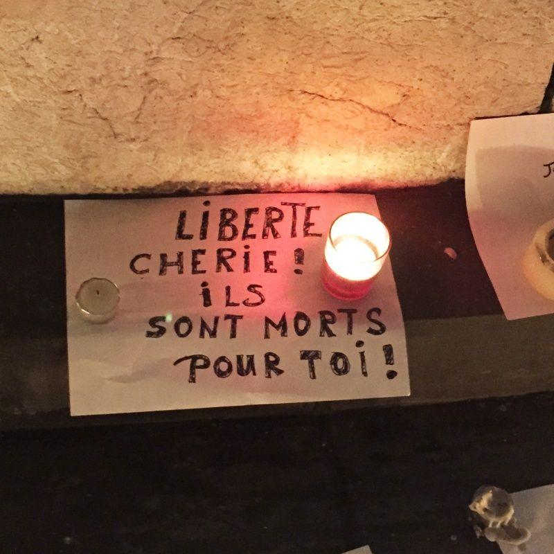 Charlie-Hebdo - 13 11 2015 - Bruxelles - Nice - Page 2 Charli13
