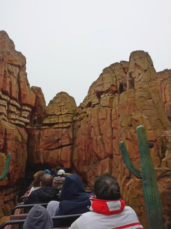 Curiosità e piccoli segreti al Disneyland park Image210
