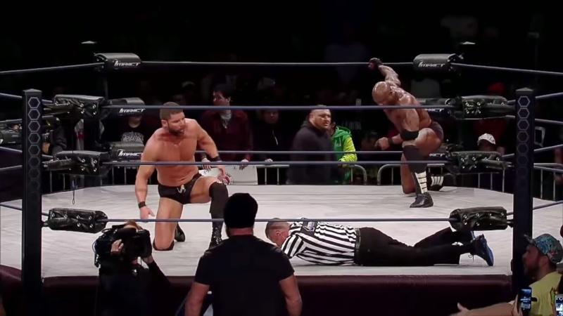 [Forme] Le champion de la TNA blessé ?  Lashle10