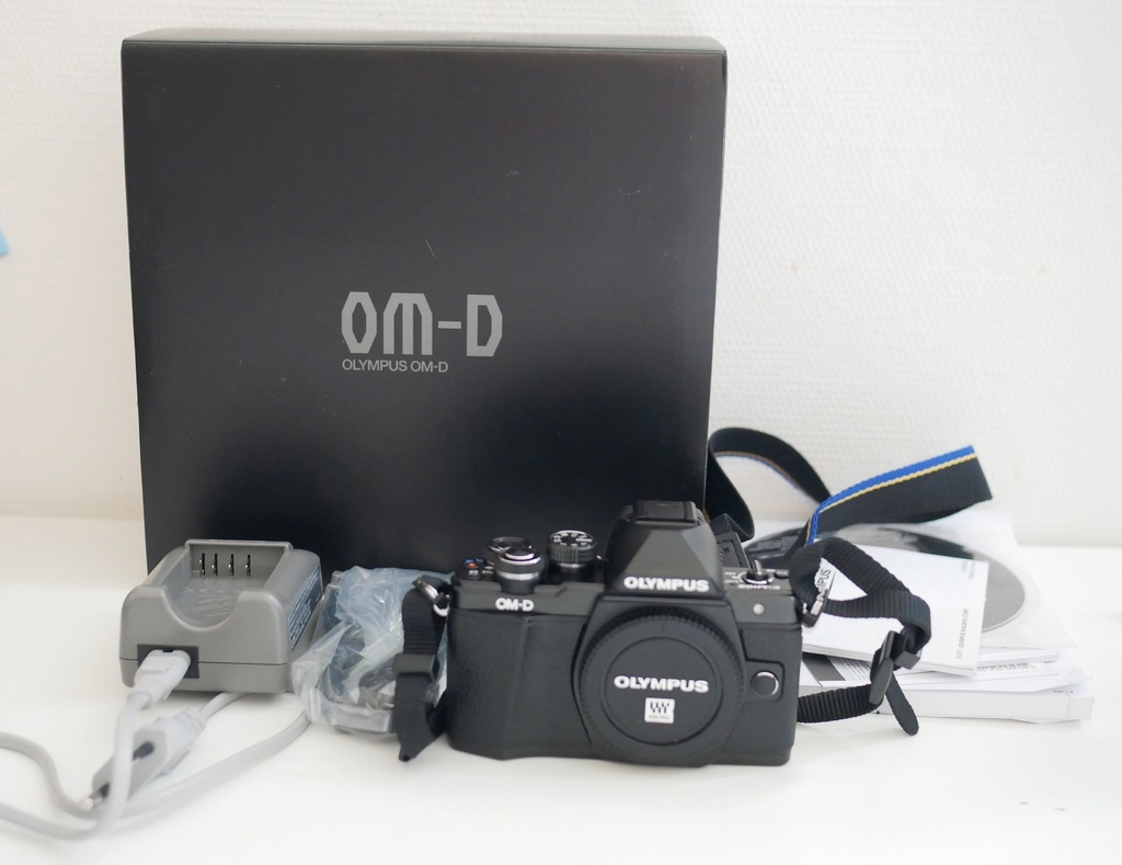 [VENDS] BOITIER OLYMPUS E-M10 II BLACK NU P1000415