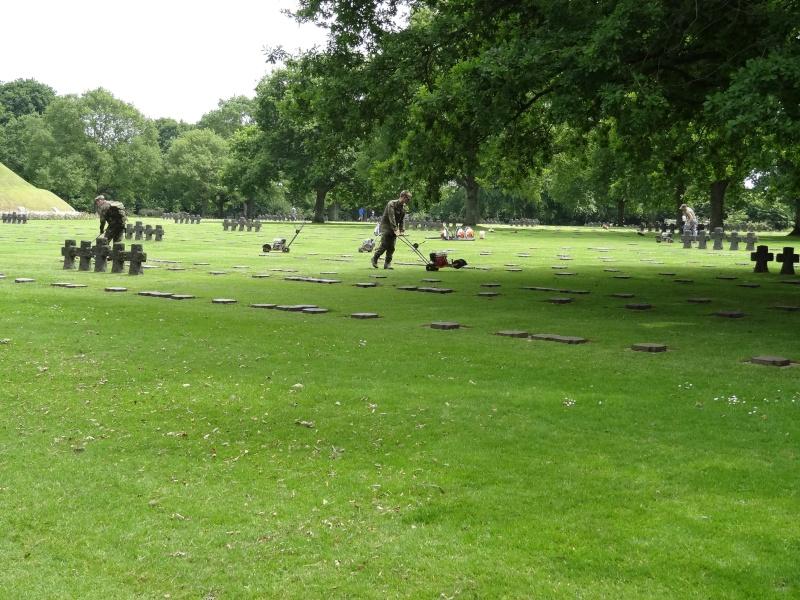 Entretien cimetière militaire Dsc08110