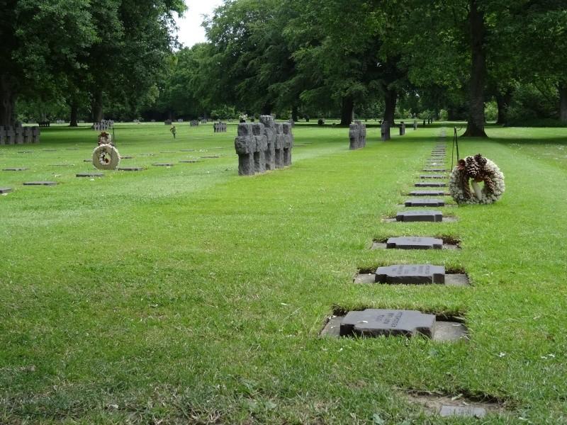 Entretien cimetière militaire Dsc08111
