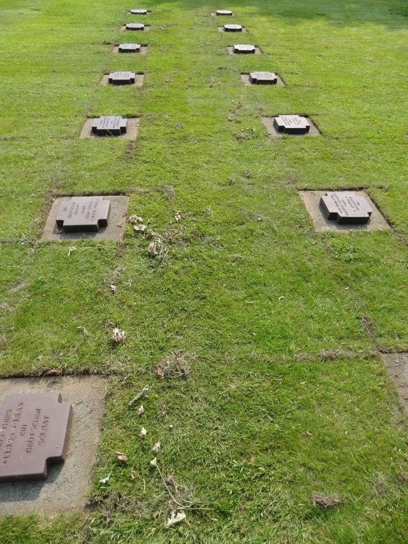 Entretien cimetière militaire Dsc08112