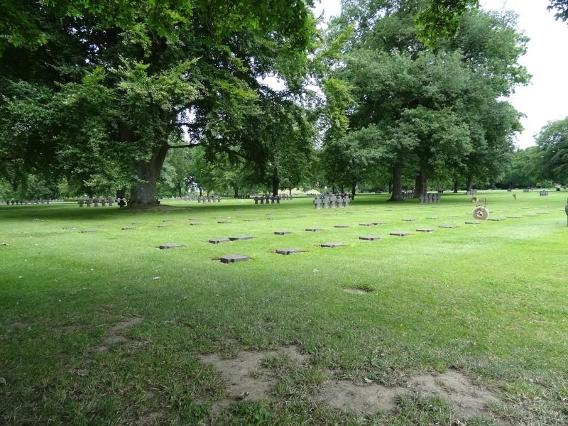 Entretien cimetière militaire Dsc08114