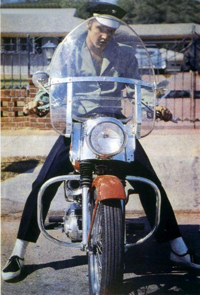 Jouets, jeux anciens et miniatures sur le monde Biker - Page 6 Elvis410