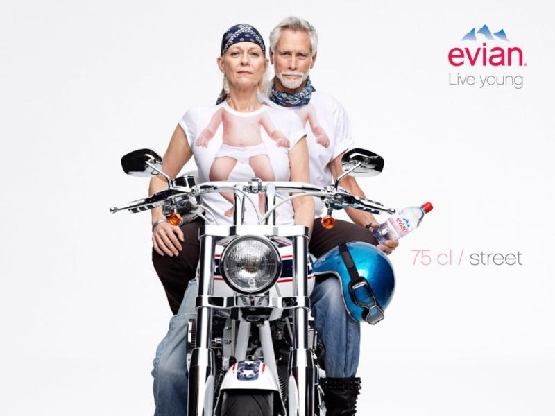 La Harley dans la pub - Page 4 Evian310