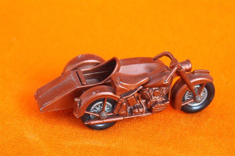 Jouets, jeux anciens et miniatures sur le monde Biker - Page 5 Img_0112