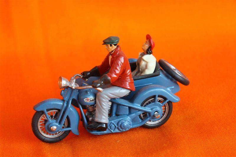 Jouets, jeux anciens et miniatures sur le monde Biker - Page 6 Img_0129