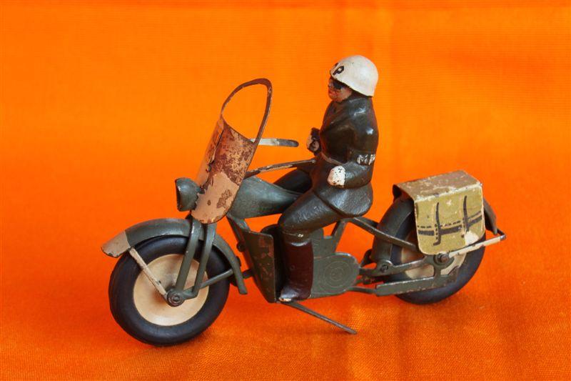 Jouets, jeux anciens et miniatures sur le monde Biker - Page 6 Img_0132