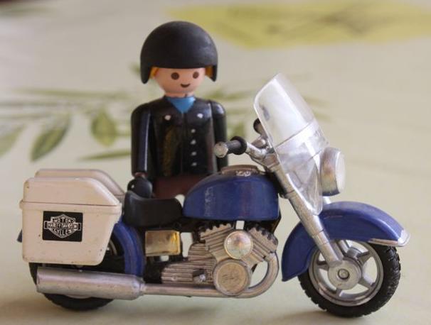 Jouets, jeux anciens et miniatures sur le monde Biker - Page 5 Img_0223