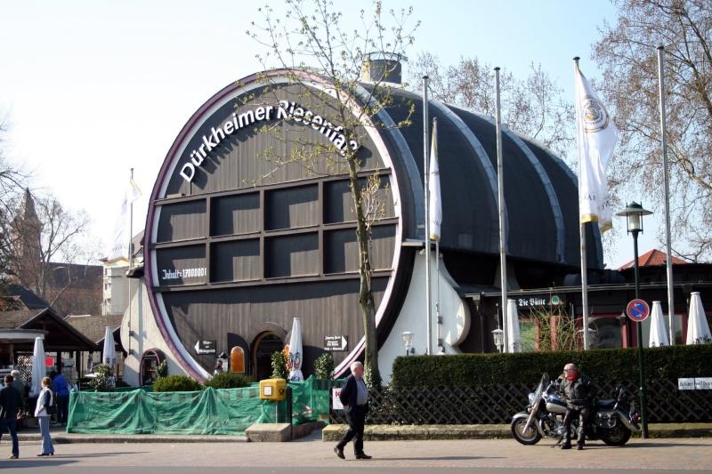 Le plus grand tonneau du monde à Bad Dürkheim en Allemagne. 79031410