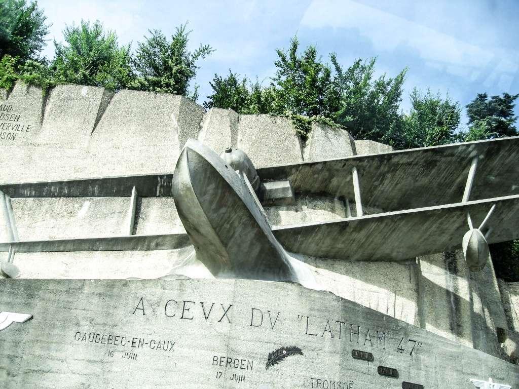 Monument du Latham 47 à Caudebec-en-Caux, Seine-Maritime - France.  Img_0110