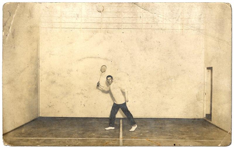 Le court de squash 94272810