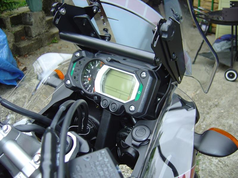 Tuto: support Touratech pour saut-de-vent et GPS sur la 1200 Yam_1215