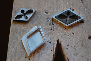Boucles d'oreilles, boutons de manchettes, métal, bois à quatre mains Dsc_0012