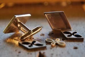 Boucles d'oreilles, boutons de manchettes, métal, bois à quatre mains Dsc_0014