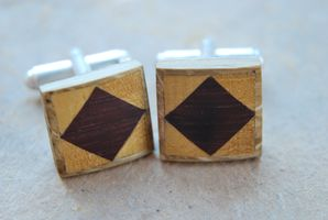 Boucles d'oreilles, boutons de manchettes, métal, bois à quatre mains Dsc_0017