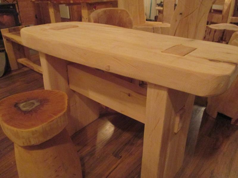 Mon atelier de meubles de  bois massif 02710