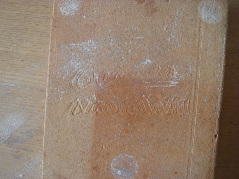 A signed Plaque but from where ? Copie186