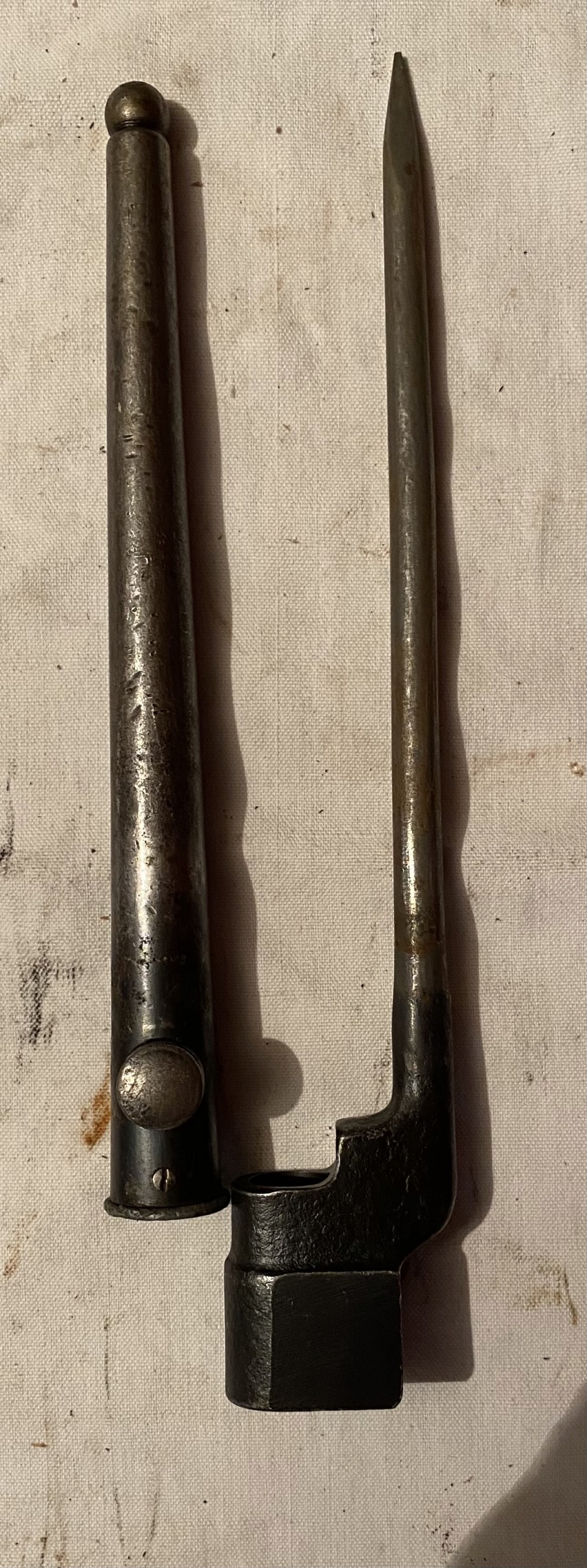 52 armes blanches ! Baïonnettes, dagues, toutes nationalités et époques ! Part 2 39_110