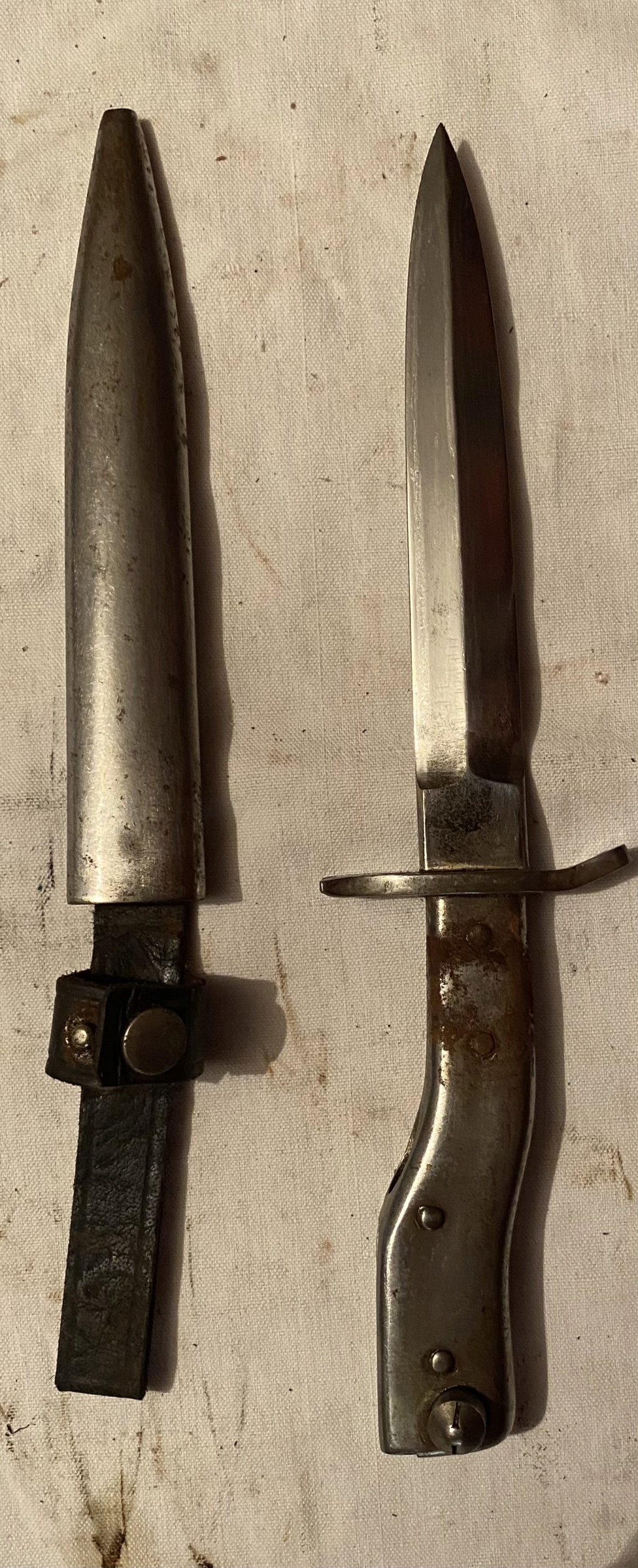 52 armes blanches ! Baïonnettes, dagues, toutes nationalités et époques ! Part 2 40_110