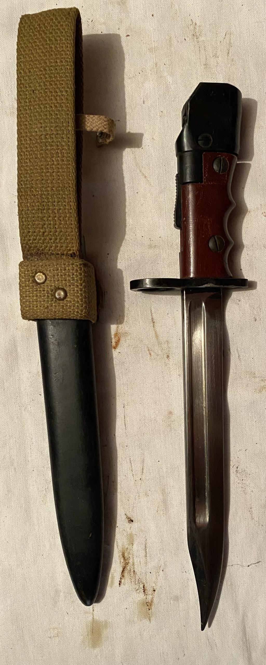 52 armes blanches ! Baïonnettes, dagues, toutes nationalités et époques ! Part 2 41_210
