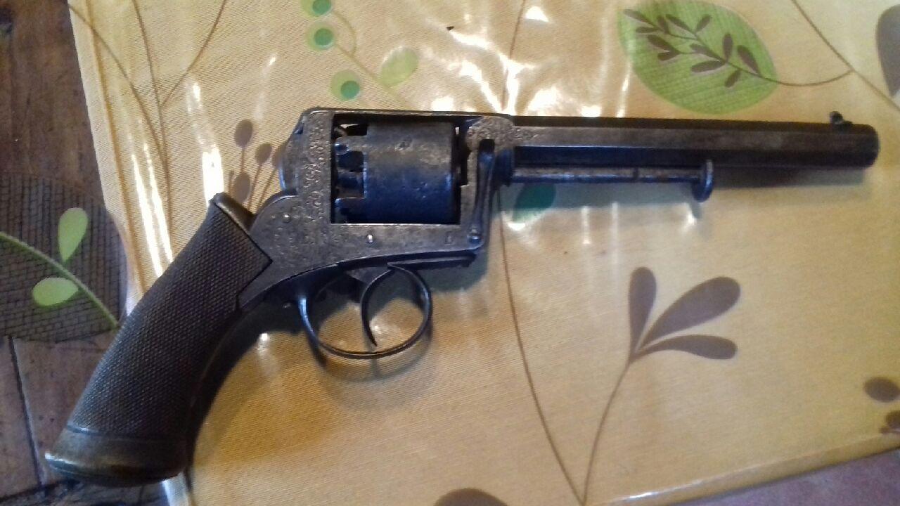 Lot de 4 armes à feu pour identification et estimation Img_2119
