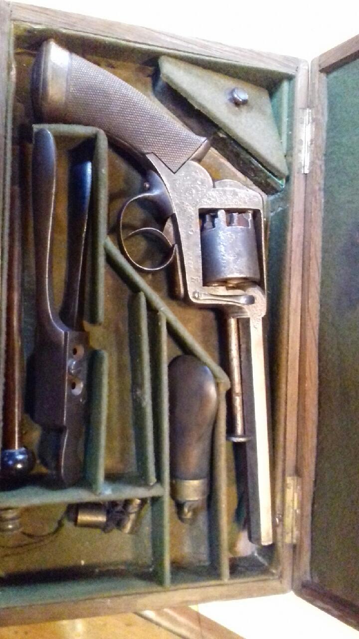 Lot de 4 armes à feu pour identification et estimation Img_2122